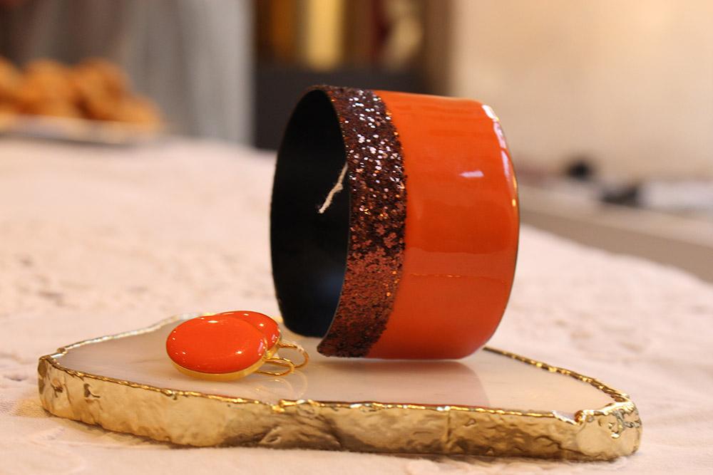 Manchette sipora et boucle d'oreilles oranges - psyche-paris