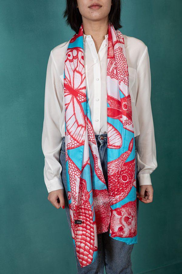 echarpe en soie avec papillons rouge